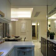 跃层唯美型厨房玻璃隔断装修效果图