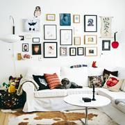 小户型客厅照片墙欣赏