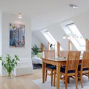 小户型厨房实木餐桌椅