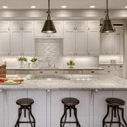 美式简约风格整体式厨房橱柜装修效果图