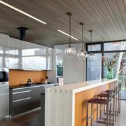 美式简约厨房原木吊顶装饰