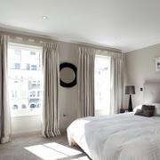 都市男士公寓卧室布艺窗帘效果图