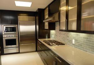 都市100平米家庭厨房不锈钢橱柜效果图