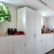 北欧风格白色系客厅简约衣柜装修效果图