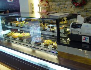 后现代风格深色奢华蛋糕房展示柜装修效果图