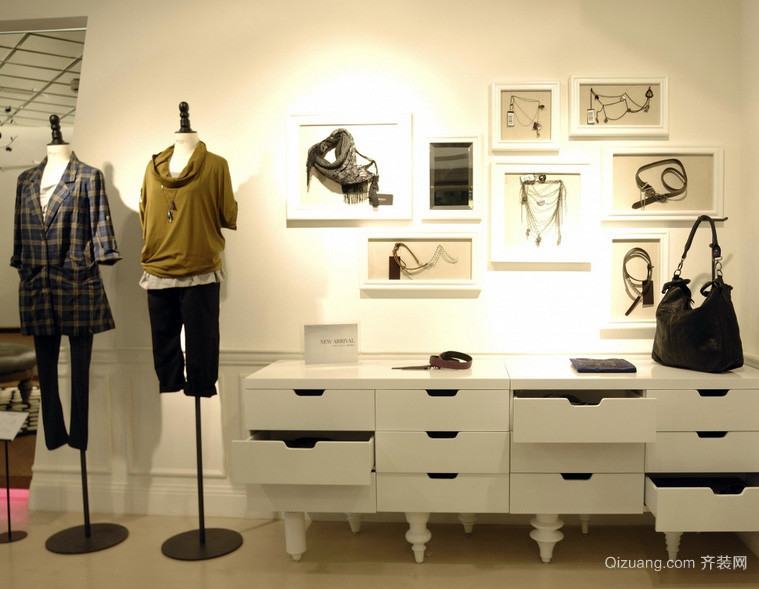 自然风格40平米小服装店装修效果图