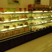 欧式风格小型蛋糕房蛋糕展示柜装修效果图