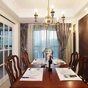 美式别墅深色系餐厅桌椅装饰