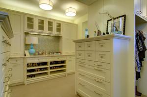 90平米公寓衣帽间置物柜装修设计效果图