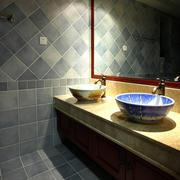 复式楼东南亚风格深色系卫生间装修效果图