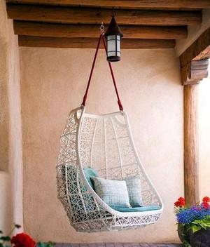 美式风格小型别墅阳台吊椅装修效果图