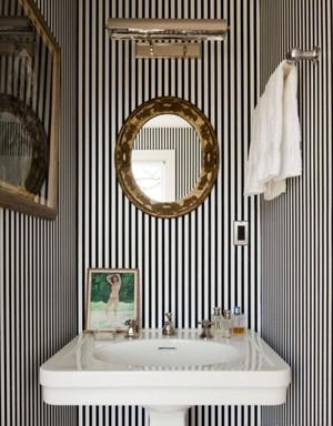 复式楼后现代风格卫生间洗脸盆装修效果图