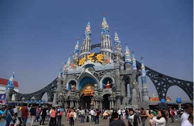 欢乐谷城堡式大型游乐场装修效果图片