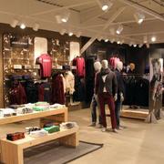 朴素精巧大户型服装店装修设计效果图
