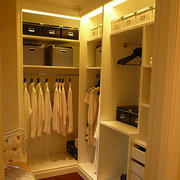两室一厅东南亚风格暖色系衣帽间装修效果图