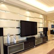 140平现代客厅电视软包背景墙装修图片