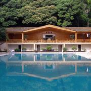 美式简约原木木屋自带游泳池别墅装修效果图