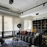 公寓客厅百叶窗帘