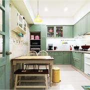 公寓厨房绿色橱柜