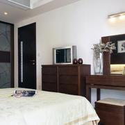 2016三居室卧室背景墙大户型装修