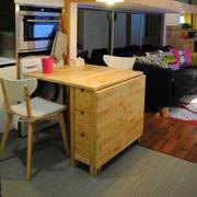 小户型实木小书桌欣赏
