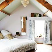 60平米美式简约斜顶卧室装修效果图