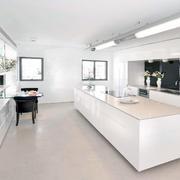 纯白色调厨房装修图