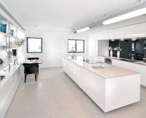 2016雅俗共赏别墅型厨房装修设计效果图欣赏