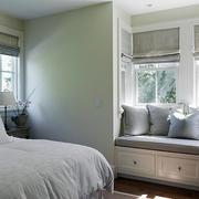 北欧简约风格卧室飘窗装饰