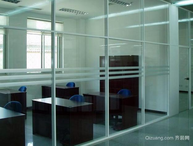 都市简约风格大型办公室玻璃隔断装饰效果图