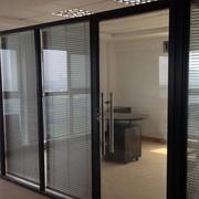 后现代风格深色系单独办公室玻璃隔墙装饰