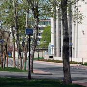 现代简约风格小区公共庭院太阳能灯装修效果图