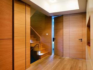 现代复式楼原木隐形门装修效果图
