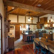 美式简约风格原木深色木屋别墅厨房装修效果图