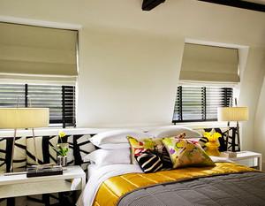 斜顶现代简约风格卧室百叶窗帘装修效果图