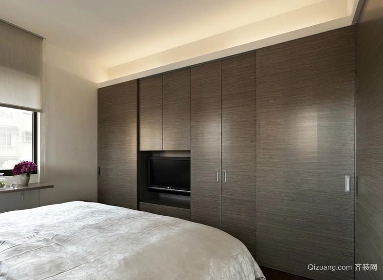 简洁22平米大卧室隐形门衣柜装修效果图