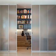 现代小户型书房隐形玻璃推拉门装修图