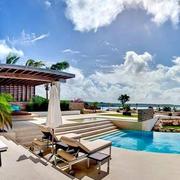 现代简约风格别墅游泳池装饰