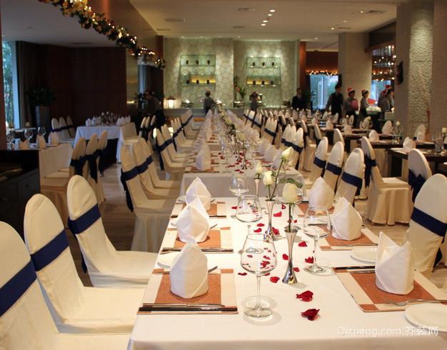 120平米现代简约风格圣诞主题餐厅装修效果图