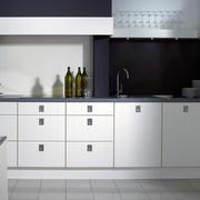 现代简约风格一字型厨房装饰