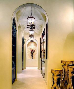 大型别墅地中海风格暖色系过道吊顶装修