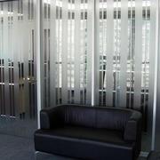 后现代风格简约磨砂玻璃隔断墙装修效果图