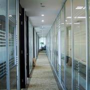 大型公司办公室现代简约风格磨砂玻璃隔断装饰