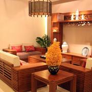 大型整体式简约浅色家具装饰