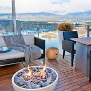 现代迷人别墅露天阳台装修设计效果图