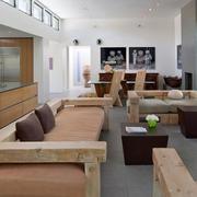 客厅原木浅色沙发家具装饰