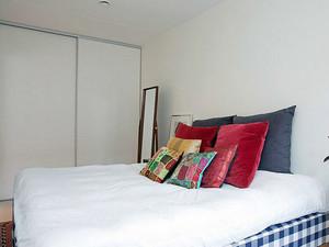 30平米现代简约风格卧室整体衣柜装修效果图