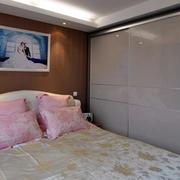 现代风格卧室衣柜装饰