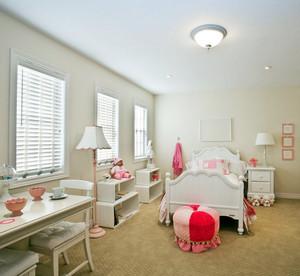 简欧风格两室一厅公主房纯白色背景图片