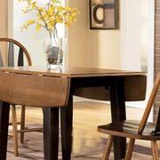原木深色可折叠桌椅装饰